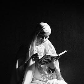 jangan-banyak-gaya-dan-tingkah-laku-moslem-prayer-www.riyadhohayatkursi.com