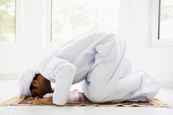 waktu-sholat-sujud-awal-waktu-www.riyadhohayatkursi.com